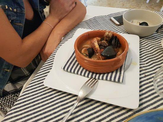 Fiumicello - Santa Venere, Italia: Mangiato malissimo ed in più dopo che abbiamo mandato indietro la zuppetta ha avuto il coraggio