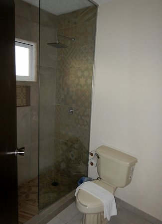 Hotel Hacienda Morelos: Bathroom, Room 301