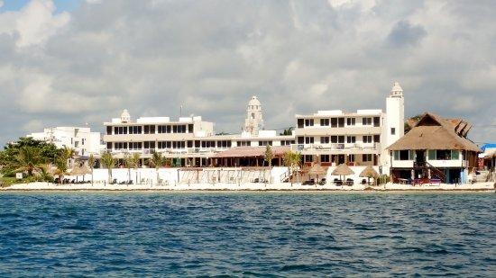 Hotel Hacienda Morelos: Hacienda Morelos from the water