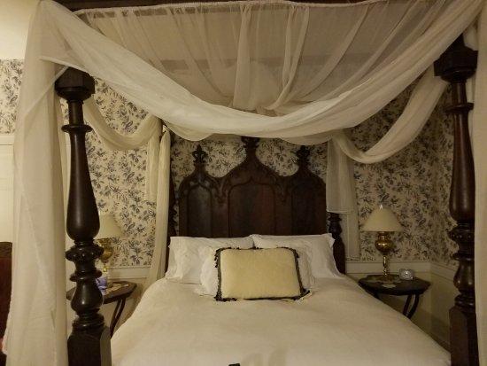 McGaheysville, VA: The bed!
