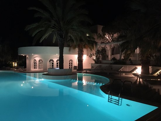 Thalassa Sea Side Resort & Suites Photo
