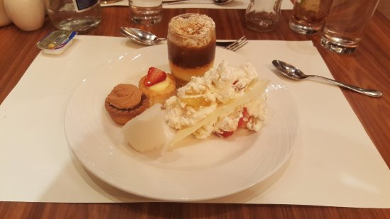 Daios Cove Luxury Resort & Villas: Delicious buffet desserts