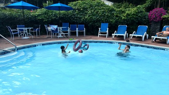 The Juliana: Beautiful, clean heated pool