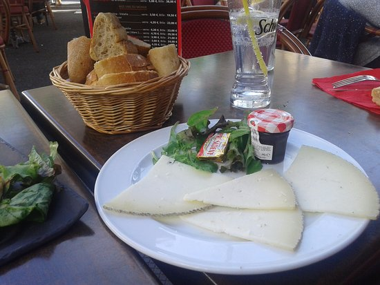 assiette de fromage de brebis photo de le majestic saint jean de luz tripadvisor. Black Bedroom Furniture Sets. Home Design Ideas