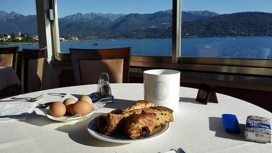 Hotel Romagna: Frühstück mit Blick auf den See
