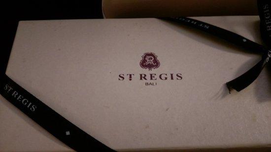 The St. Regis Bali Resort: 小禮物上有飯店集團的logo