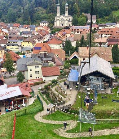 Todtnau, Niemcy: Met kabelbaan naar boven in stoeltjeslift