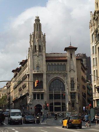Edifici de la caixa de pensions barcelona spain updated 2018 top tips before you go with - Caixa d estalvis i pensions de barcelona oficinas ...