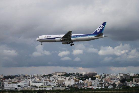 Tomigusuku, Japan: 瀬長島展望台は航空機撮影に適した場所です。