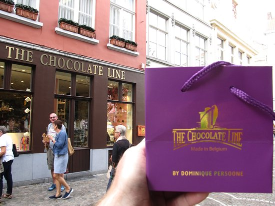 The Chocolate Line Bruges : Mr. Persoone likes his purple