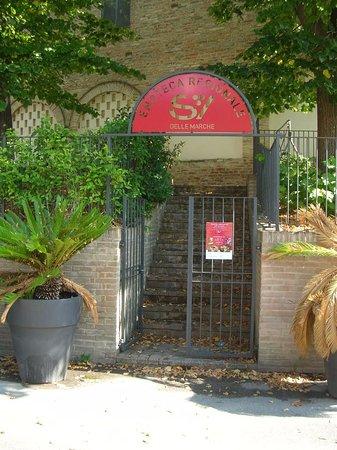 Offida, Italia: Ingresso su via Garibaldi