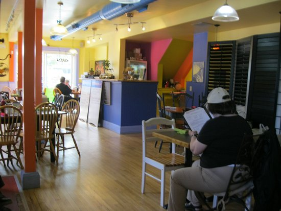 Meaford, Kanada: Inside the Eggcitement Bistro....friendly atmosphere and quaint.