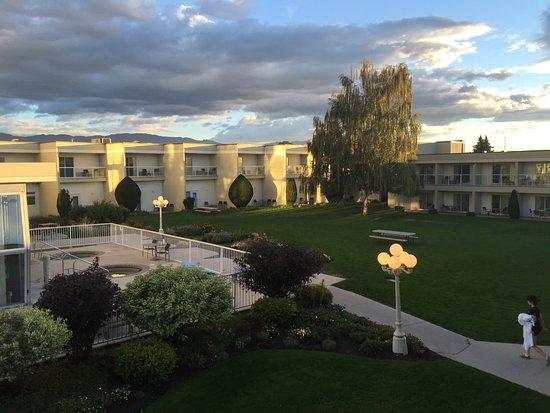 Best Western Plus Kelowna Hotel & Suites: El area central