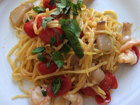 Osteria La Gensola: 魚介の手打ち卵入りパスタ