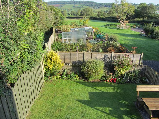 Winscombe, UK: The view down the garden