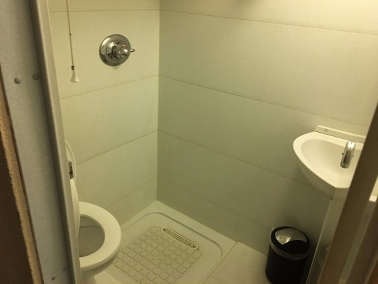 Bathroom pod picture of yha bath bath tripadvisor for Bathroom e pod mara