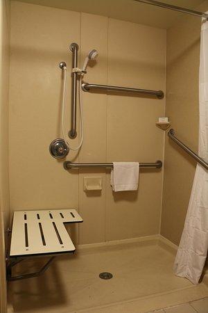 هامبتون إن سيدار سيتي: Room 102