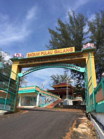 Galang, Indonesien: Gerbang menuju Vihara Quan Am Tu