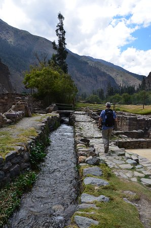 Archaeological Park Ollantaytambo: Ground level has water ways to explore and a little bridge