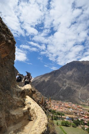 Archaeological Park Ollantaytambo: Trail to the straw-roof structure