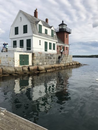 Rockland, ME: Lighthouse at end of breakwater