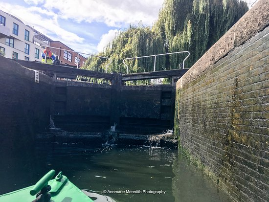 Canal and River Cruises Day Tours: Going through the Lock at Camden