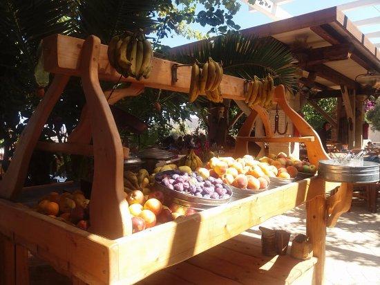 Grambousa: frutta