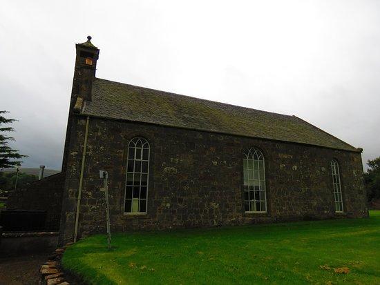 Edenshead and Strathmiglo Parish Church: side view