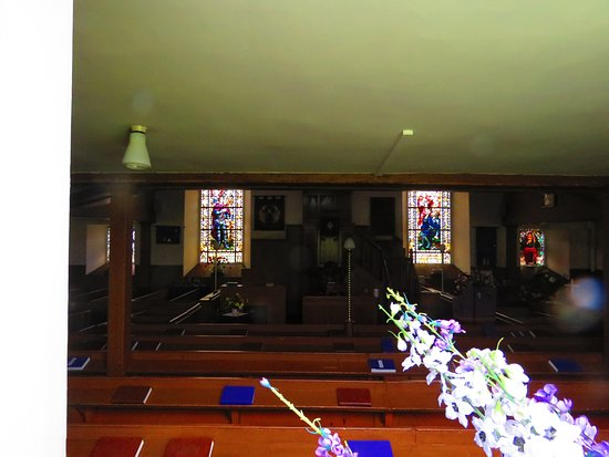Edenshead and Strathmiglo Parish Church: pulpit and windows