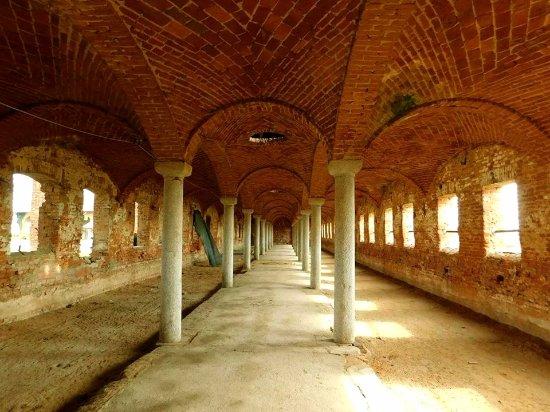 Le stalle  reali del castello   di  Valeggio  Lomellina