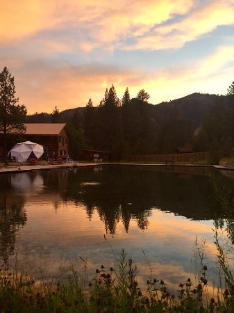 Pine, ไอดาโฮ: Sun Set over Trinity Hot Springs in Paradise