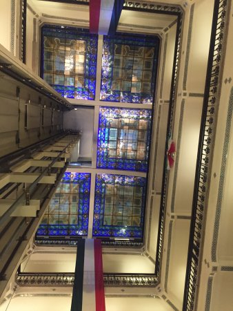 Hampton Inn & Suites Mexico City - Centro Historico : Stained glass roof in the courtyard