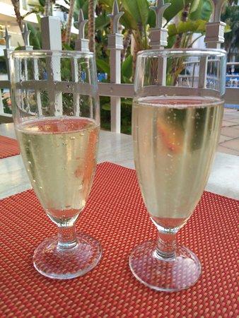 Sol Don Marco by Melia: Desayuno con champán