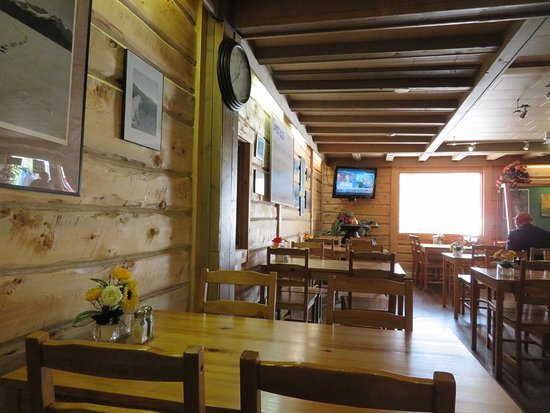 Carcross, Canada: Dining room