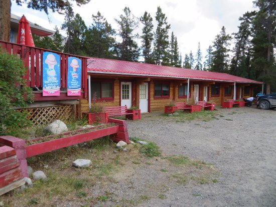 Carcross, Canada: Outside Rooms