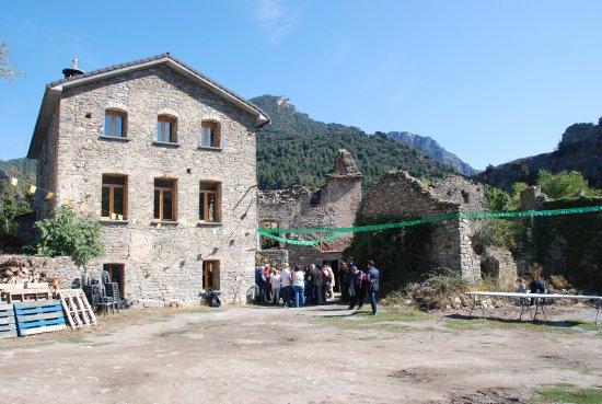 """Fiscal, España: L'école a été reconstruite pour la """"Casa del Pueblo """" la fête est au Rendez Vous"""