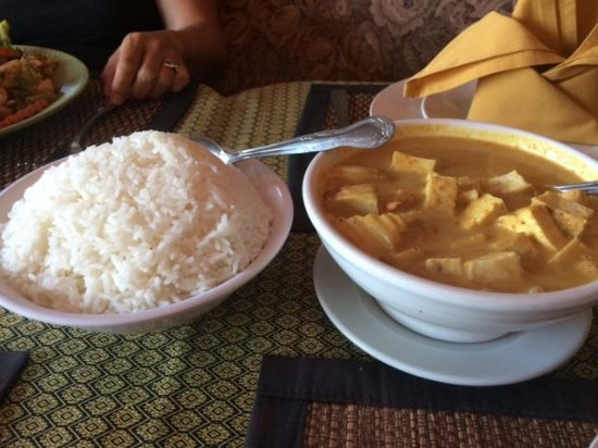 Vista, Kalifornien: Yellow Curry Entry with Fried Tofu
