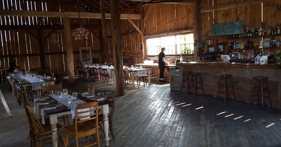 Kawartha Lakes, Canada: The barn where the meal is served