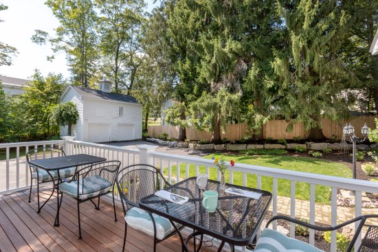 Bath, Мэн: Have breakfast outside on the deck or just relax.