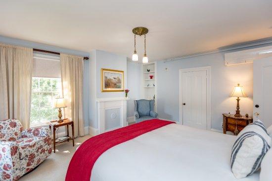 Bath, Мэн: The Machias room has a queen bed with premium linens.