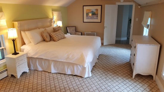 Bath, ME: The Georgetown room is very spacious and has comfortable furnishings.