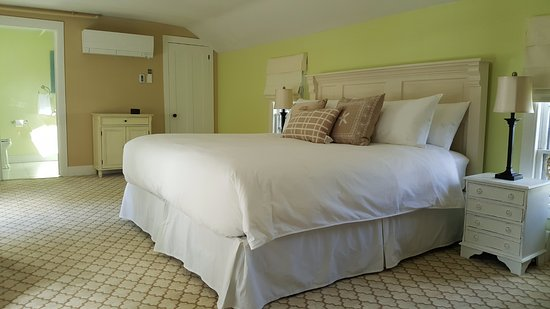 Bath, ME: The spacious Georgetown room also includes a special entry inside the inn.