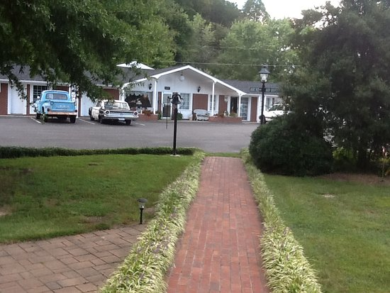 Landscaped walkway facing the motel from the gardens and for Mayberry motor inn mt airy nc