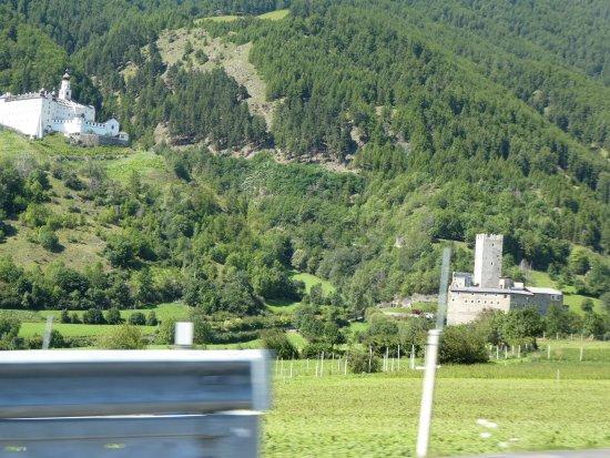Burgusio, Itália: Fürstenburg mit Abtei Marienberg