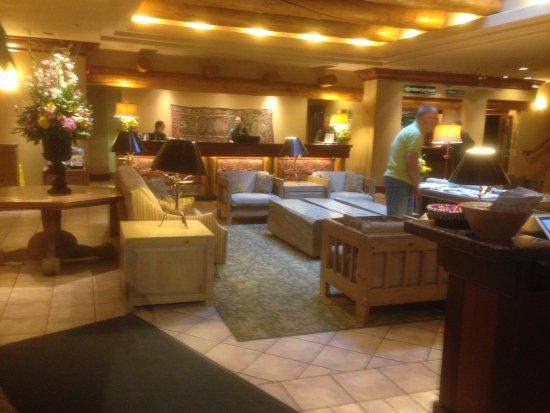 Banff Caribou Lodge & Spa: Lobby