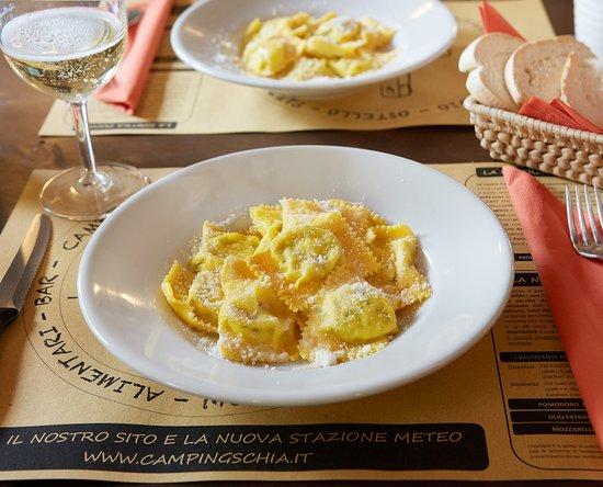 Schia, Italie : Tortelli di erbetta al burro e formaggio Parmigiano