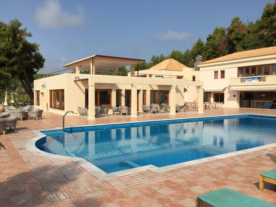 Alonissos Beach Bungalows & Suites Hotel: piscina, pool bar e reception