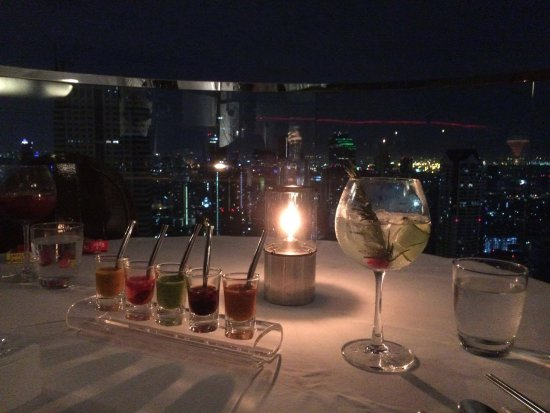 Breeze Restaurant: The complimentary sauces and the view definitely make for a nice ambience