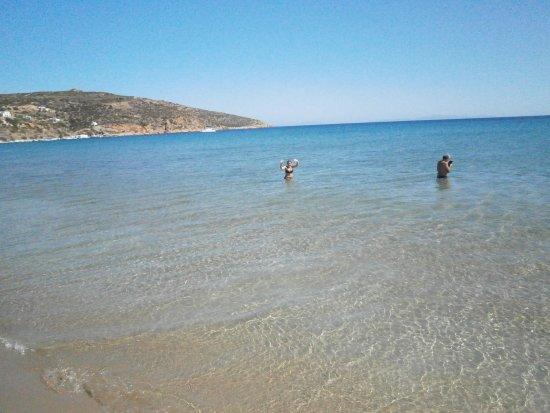 Platis Gialos, Greece: sable fin et peu de profondeur,beaucoup de places