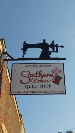 Thomaston, Джорджия: Souther Stitches Quilt Shop sign